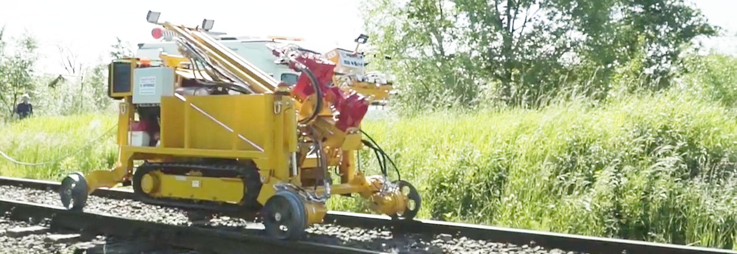 Wiertnica geologiczna gąsienicowa typu H16G przystosowana do prac na torach kolejowych (z napędami jazdy po torach)
