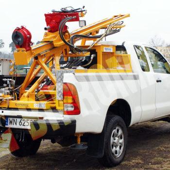 - wiertnica samochodowa geotechniczna typu H16S na samochodzie Toyota Hilux
