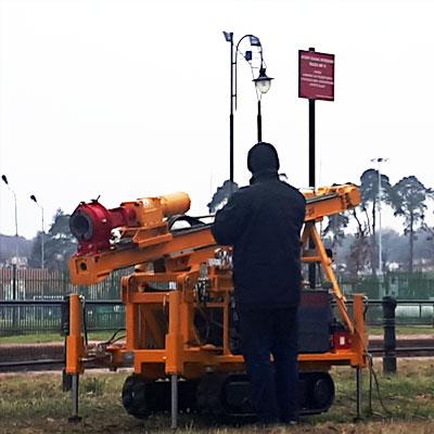 Lekka wiertnica gąsienicowa LWG-16 produkcji firmy Bipromasz