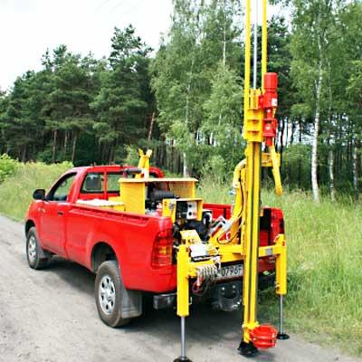 Wiertnica pionowa geotechniczna H-13S - na samochodzie terenowym