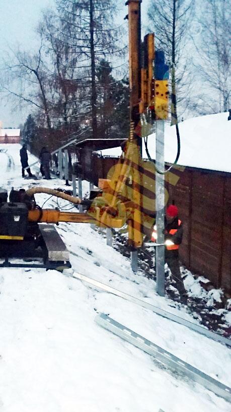 Kafar KB-3G do wbijania pali pod konstrukcje fotowoltaiczne