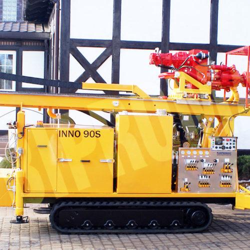 Wiertnica do pomp ciepła i studni - H30G na podwoziu gąsienicowym produkcji Bipromasz - pozycja transportowa